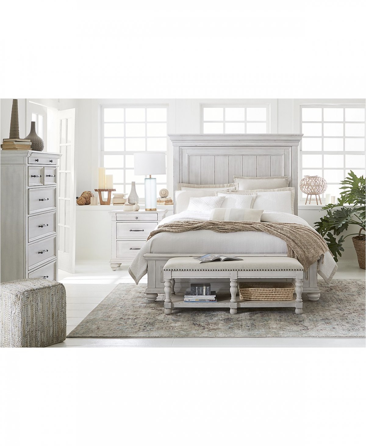 Queen 4 Pc Antique White Bedroom Set